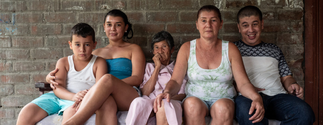 Juan Pablo Quintero, Sara Quintero, Soledad Quintero, Rosario Quintero, Yeison Quintero, pose for a group portrait in Ricaurte, Valle del Cauca, on July 28, 2018.