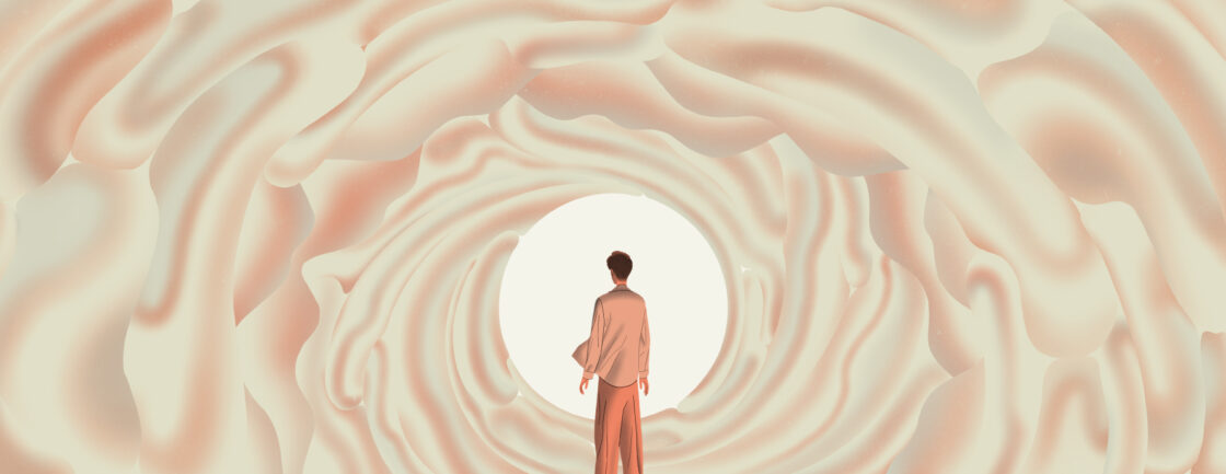 男孩在像大脑一样的隧道里望向光明