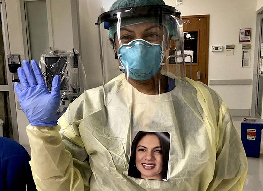 医疗保健提供者戴着ppp和肖像挂在脖子上。